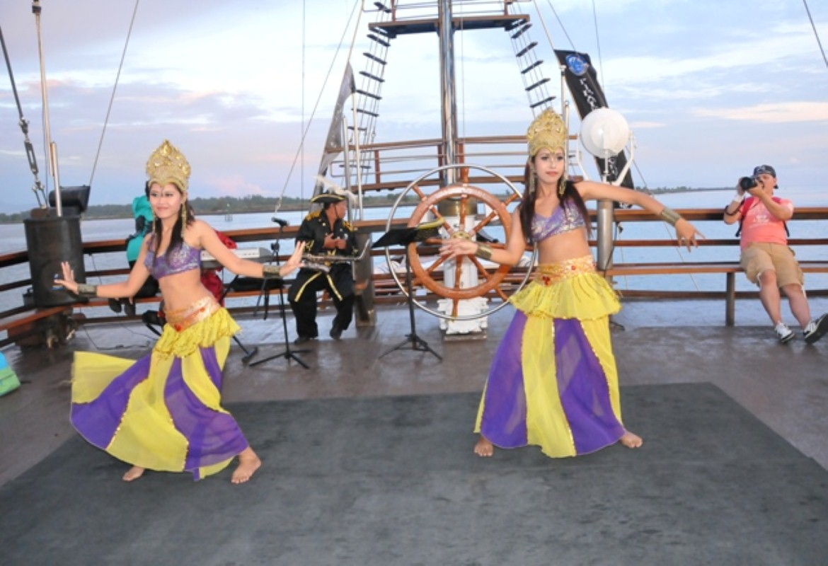 Enjoy Special Dinner at Pirate Dinner Cruise Bali