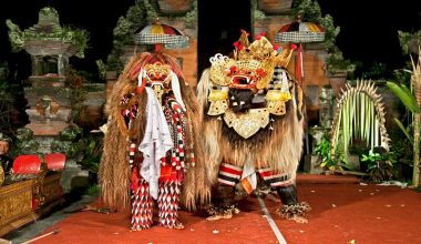 Watch Barong and Keris Dance, The Most Popular Balinese Dance Performances