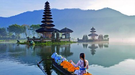 Ulun Danu Beratan Temple, A Beautiful Temple on Side of Beratan Lake with Beautiful Lake View