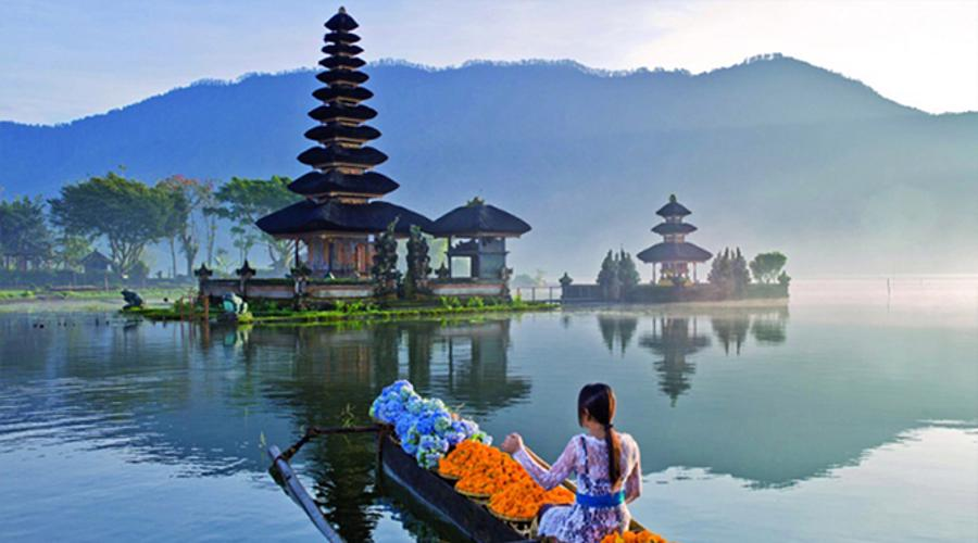 Ulun Danu Beratan Temple, A Beautiful Temple on Side of Beratan Lake with Beautiful Lake View